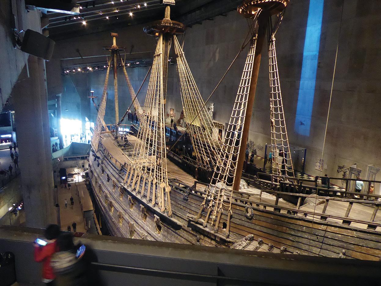 L'interno del Museo Vasa con l'imponente vascello omonimo perfettamente restaurato.