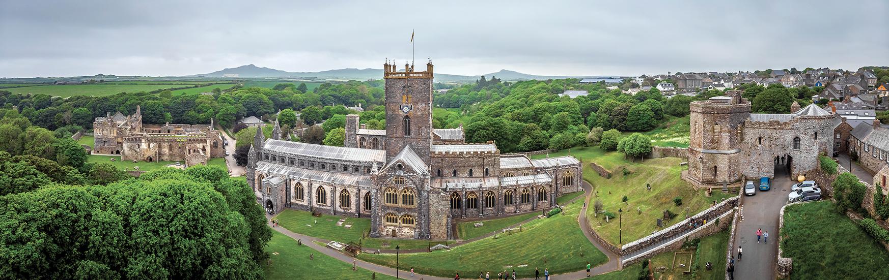 La Cattedrale di Saint Davids, al confine con l'Inghilterra.
